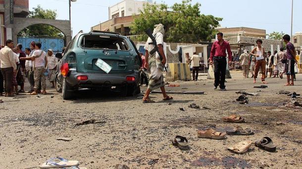 یمن میں مسلح گاڑیوں کا بموں سے حملہ