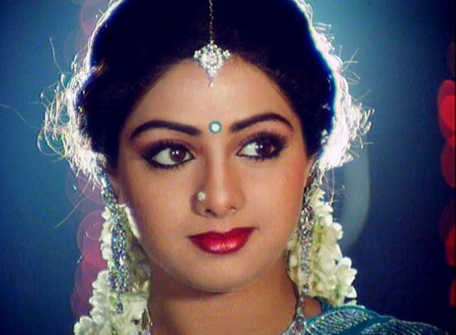 بھارتی اداکارہ سری دیوی دل کا دورہ پڑنے سے انتقال کر گئیں