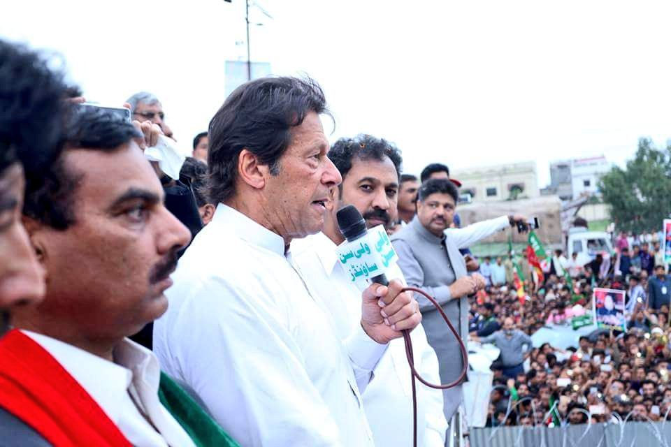 Imran Khan's massive reception in Gujranwala