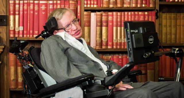 معروف سائنسدان اسٹیفن ہاکنگ 76 برس کی عمر میں انتقال کرگئے