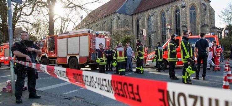 جرمنی، ڈرائیور نے وین راہ گیروں پر چڑھا دی، 3 افراد ہلاک