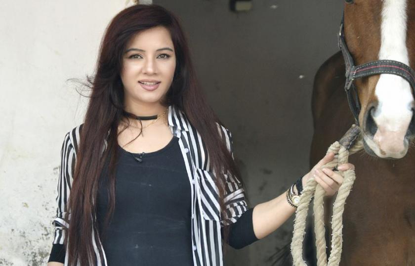 سستی شہرت، رابی پیرزادہ نے سوشل میڈیا پر گاندھی کا قول لکھ دیا