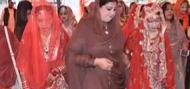 ن لیگی عہدیدار نئے شادی شدہ جوڑوں سے بھی ہاتھ کر گئے، ویڈیو دیکھیں