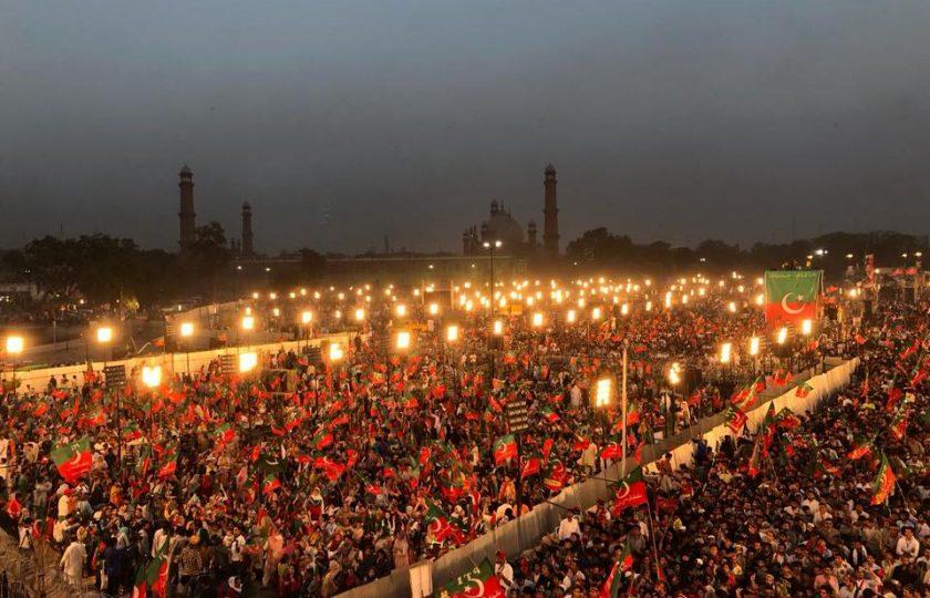 مینار پاکستان جلسہ: کیا پی ٹی آئی نے 2011 کا ریکارڈ توڑ دیا؟ حیران کن فضائی مناظر