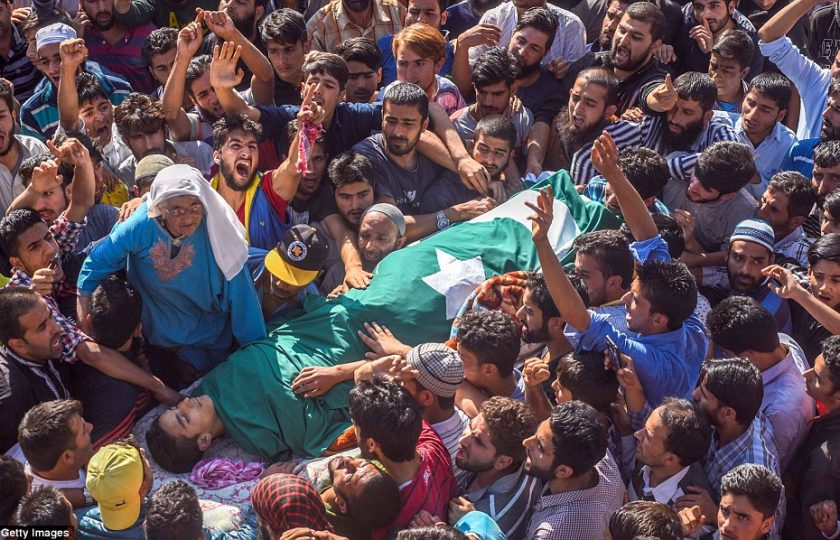 مقبوضہ کشمیر میں بھارتی فوج کی دہشت گردی، 20 کشمیری شہید، 70 سے زائد زخمی