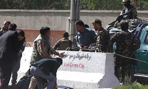 کابل دھماکوں سے لرز اٹھا، 9 صحافیوں سمیت 25 جاں بحق