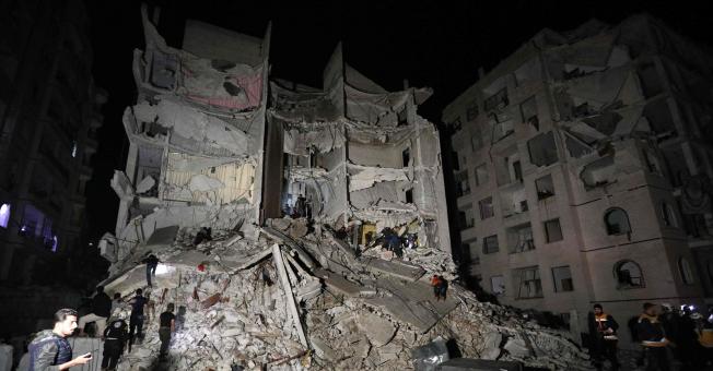 شام کے شہر ادلیب میں 7 منزلہ عمارت دھماکے سے تباہ، درجنوں جاں بحق