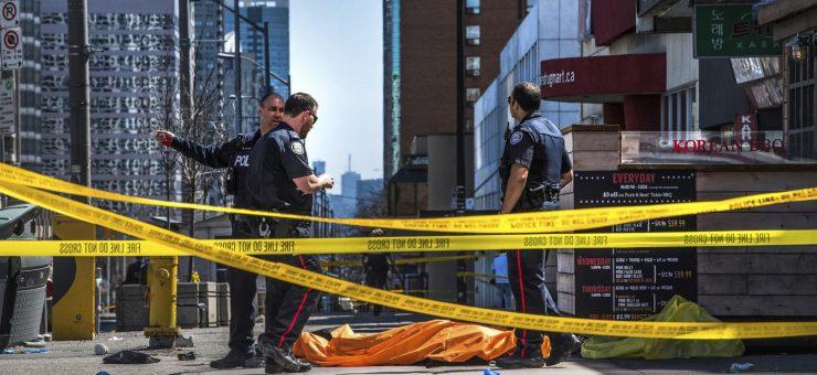 کینیڈا میں گورے کی دہشتگردی، 10 لوگوں کو وین تلے کچل کر مار دیا