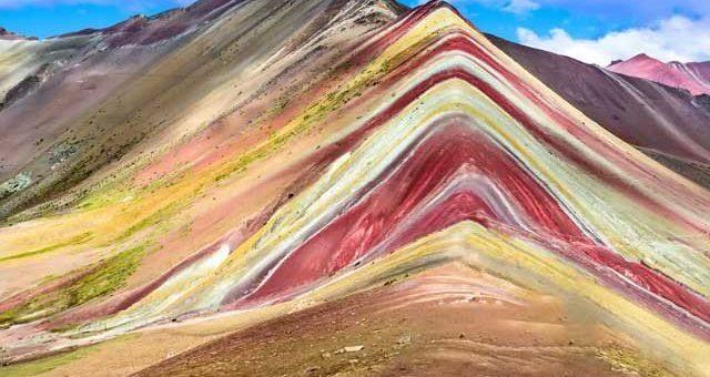پیرو کی دلفریب ست رنگی پہاڑیاں
