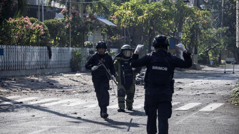 انڈونیشیا: 3 چرچوں پر خودکش حملوں میں 11 افراد ہلاک، 41 زخمی