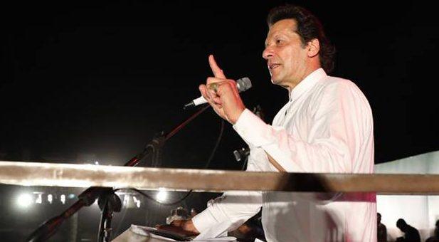 نواز شریف کی وفاداری چوری کے پیسے ہے پاکستان سے نہیں: عمران خان