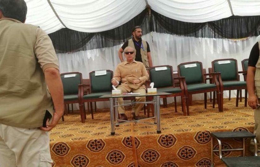 چنیوٹ: شہبازشریف کو شدید خفت کا سامنا، اکیلے سٹیج پر بیٹھے رہے