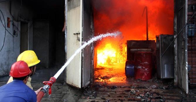 جان و مال کے محافظ ، آگ کے دشمن فائرفائٹرز