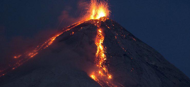 گوئٹے مالا: آتش فشاں 'فیوگو' سے ابلتا لاوا 69 افراد نگل گیا