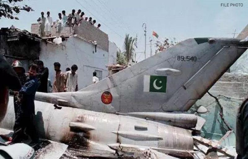 پاک فضائیہ کا طیارہ گر کر تباہ، 2 پائلٹ شہید