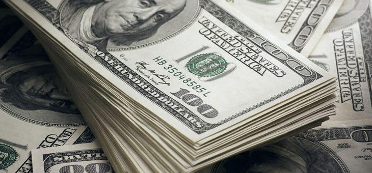 ڈالر کو لگ گئے پَر، پاکستانی تاریخ میں پہلی 121 روپے کا ہو گیا