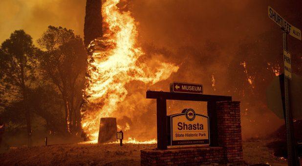 امریکی ریاست کیلفورنیا کے جنگلات کی لگی آگ بے قابو، نقل مکانی شروع