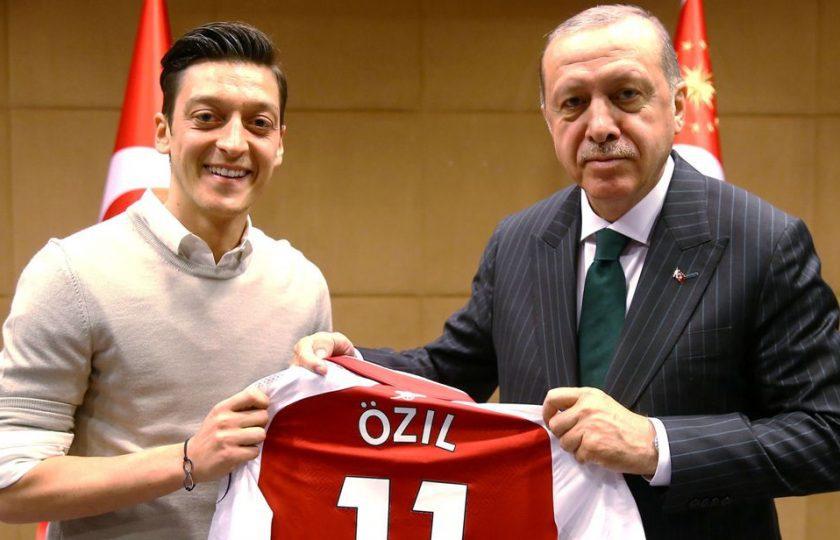 نسل پرستی کا شکار ترک نژاد کھلاڑی مسعود اوزال جرمن فٹبال ٹیم سے مستعفی