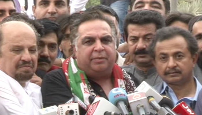 مستقبل کے گورنر سندھ عمران اسماعیل پر مزار قائد کے دروازے بند