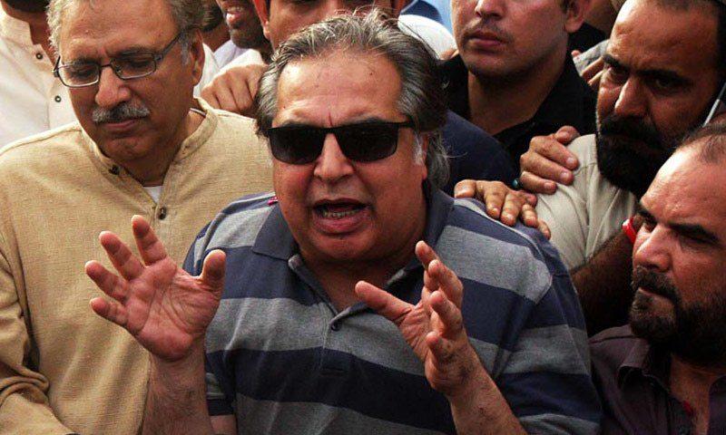 تحریک انصاف کراچی کے رہنما عمران اسماعیل گورنر سندھ کے لئے فیورٹ