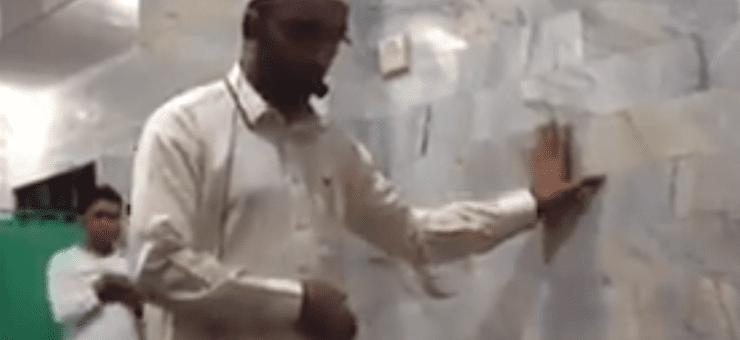 انڈونیشیا میں زلزلہ، امام نے نماز نا توڑی، ویڈیو وائرل