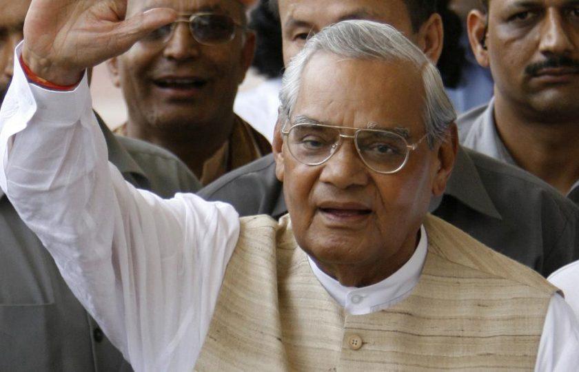 سابق بھارتی وزیراعظم اٹل بہاری واجپائی 93 برس کی عمر میں چل بسے