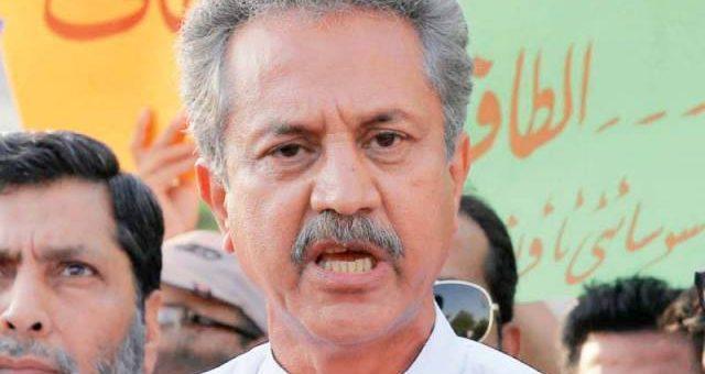 کراچی کے مئیر وسیم اختر کی گاڑی گن پوائنٹ پر چھین لی گئی