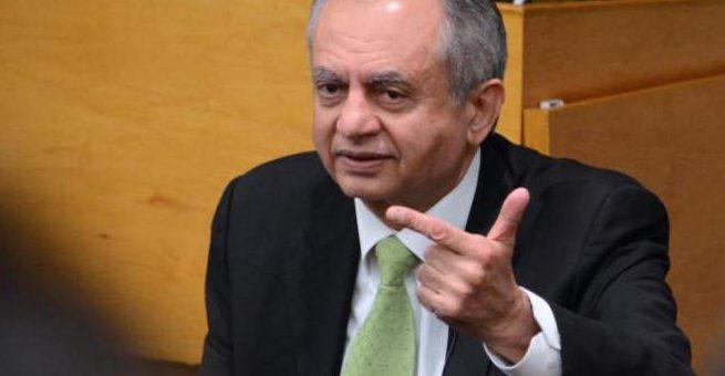 سی پیک کو بند نہیں کیا جا رہا، بیان کو غلط رنگ دیا گیا: مشیر تجارت عبدالزاق