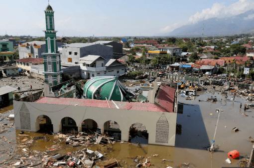 انڈونیشیا: زلزلے کے بعد سونامی سب بہا لے گئی، 1000 لوگ ہلاک، لاکھوں بے گھر