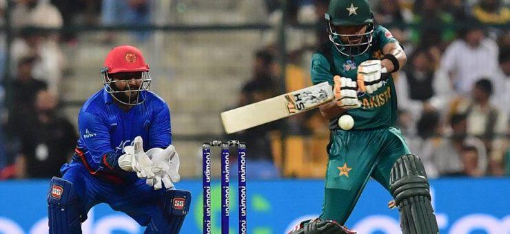 ملک نے پاکستان کی لاج رکھ لی، افغانستان کو سنسنی خیز مقابلے کے بعد 3 وکٹوں سے شکست