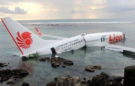 انڈونیشیا کا مسافر طیارہ سمندر میں گر کر تباہ