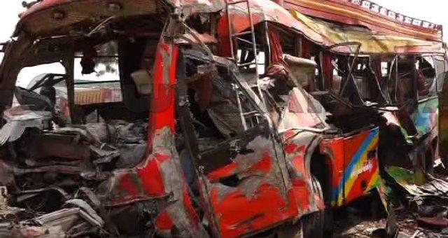 ڈیرہ غازی خان: بسوں میں تصادم ایک ہی خاندان کے 15 افراد سمیت 20 ہلاک