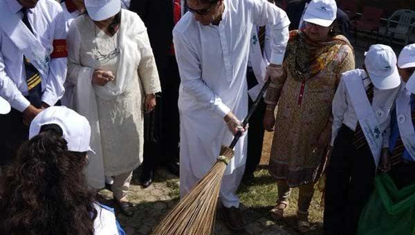 کلین اینڈ گرین پاکستان، وزیراعظم نے ملک بھر میں صفائی مہم کا آغاز کر دیا