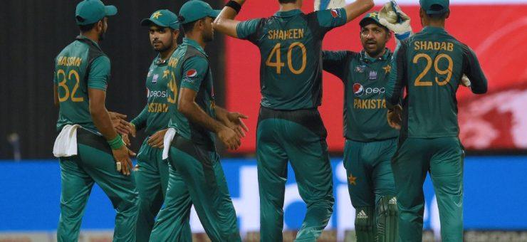 پہلا ٹی ٹوئنٹی، پاکستان نے آسٹریلیا کو عبرتناک شکس دے دی