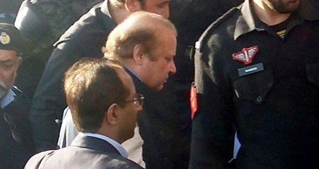سابق وزیراعظم نواز شریف کو سخت سیکیورٹی میں اڈیالہ سے کوٹ لکھپت جیل لاہور منتقل کر دیا گیا