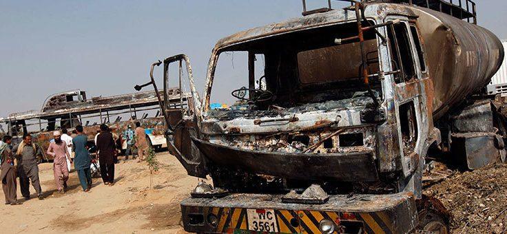 بلوچستان: مسافر بس اور آئل ٹینکر میں خوفناک تصادم، 27 افراد جاں بحق
