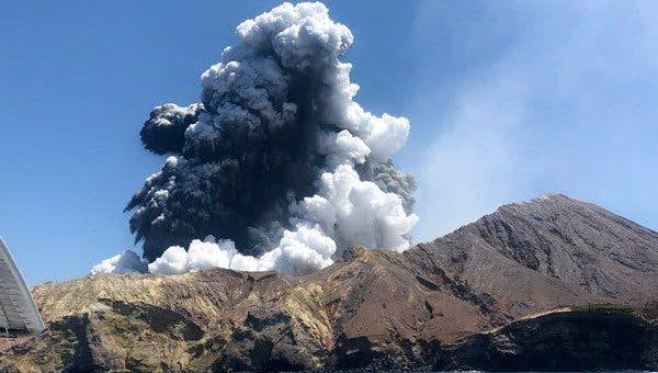 نیوزی لینڈ: آتش فشاں پھٹنے سے 16 افراد ہلاک
