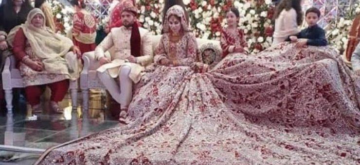 دلہن کا سو کلو وزنی اور پورے سٹیج پر چھایا عروسی لباس سوشل میڈیا پر موضوع بحث
