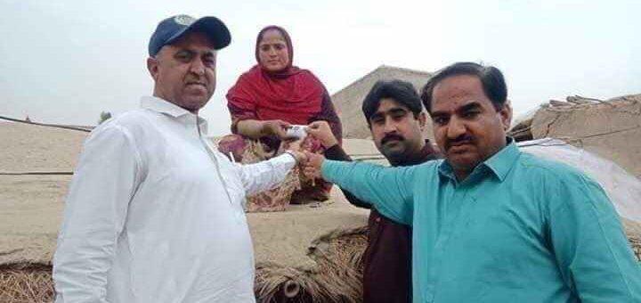 غریبوں کی مالی مدد کے نام پر فوٹو سیشن کی تصاویر سوشل میڈیا پر وائرل