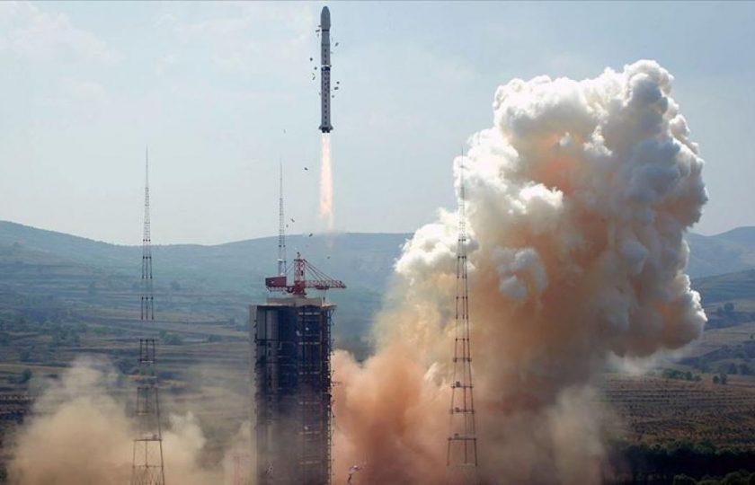 چین کی امریکا سےخلائی دوڑ میں بڑی جیت سب سے بڑاخلائی راکٹ مریخ مشن پر روانہ