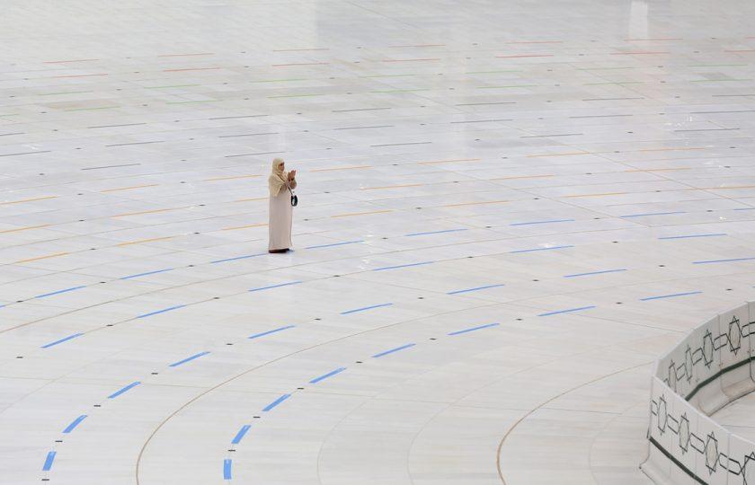 ماشاء اللہ :مطافِ کعبہ میں تنہا دعا مانگنےوالی دنیا کی خوش قسمت خاتون