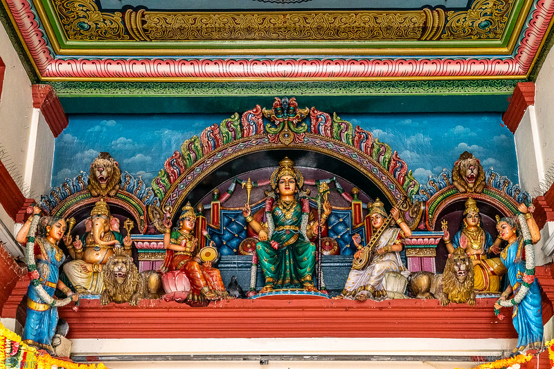 سنگاپور: ہندو پجاری نے اپنے ہی بھگوانوں کو لوٹ لیا